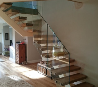 Spine-Stair-with-Glass-1